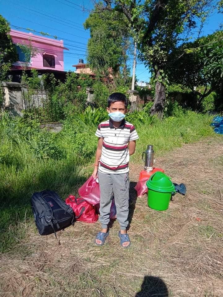 तस्विरः नेपालगन्ज–१ का १२ बर्षीय बालक यसअघि नै संक्रमणबाट मुक्त भएर घर फर्किसकेका छन् ।