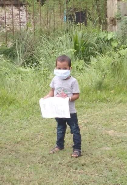कोरोनामुक्त भएका बाँके खजुरा गाउँपालिका ५ का तीन बर्षिय बालक । तस्विरः नरेश श्रेष्ठ